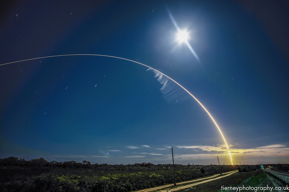 Rocket-launch-nasa-night