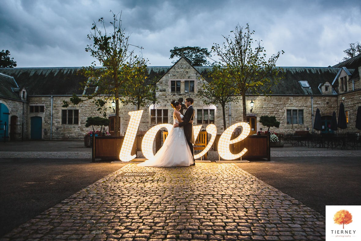646-2-thoresby-courtyard-wedding