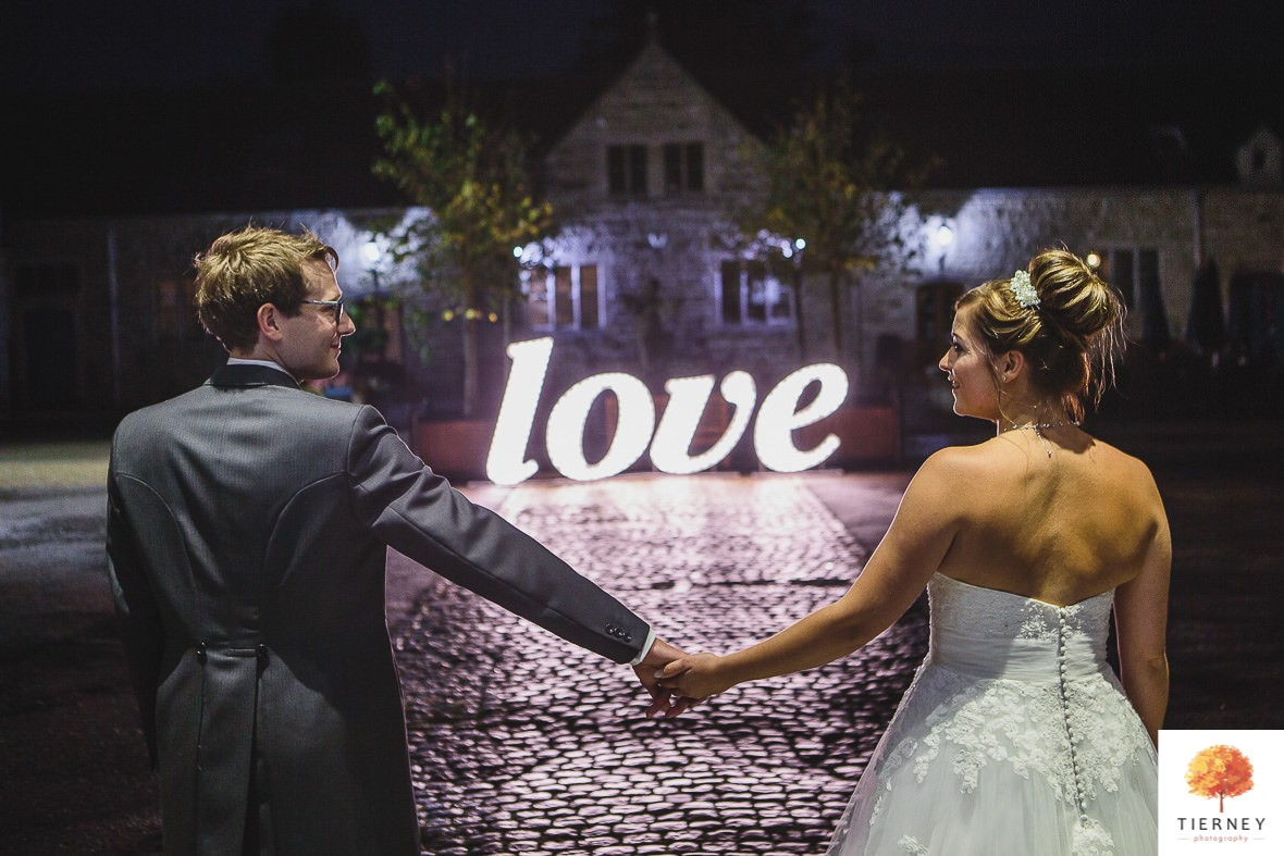 712-2-thoresby-courtyard-wedding