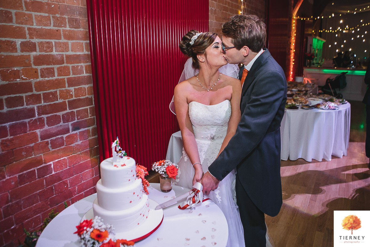 726-2-thoresby-courtyard-wedding