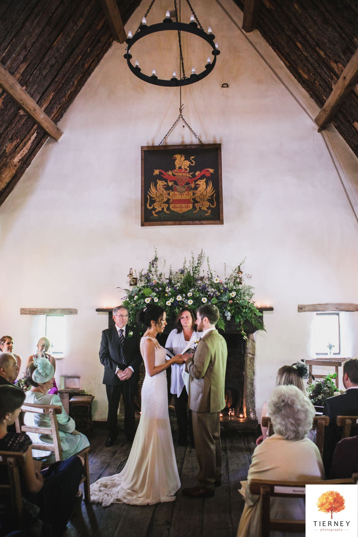 281-cruck-barn-wedding