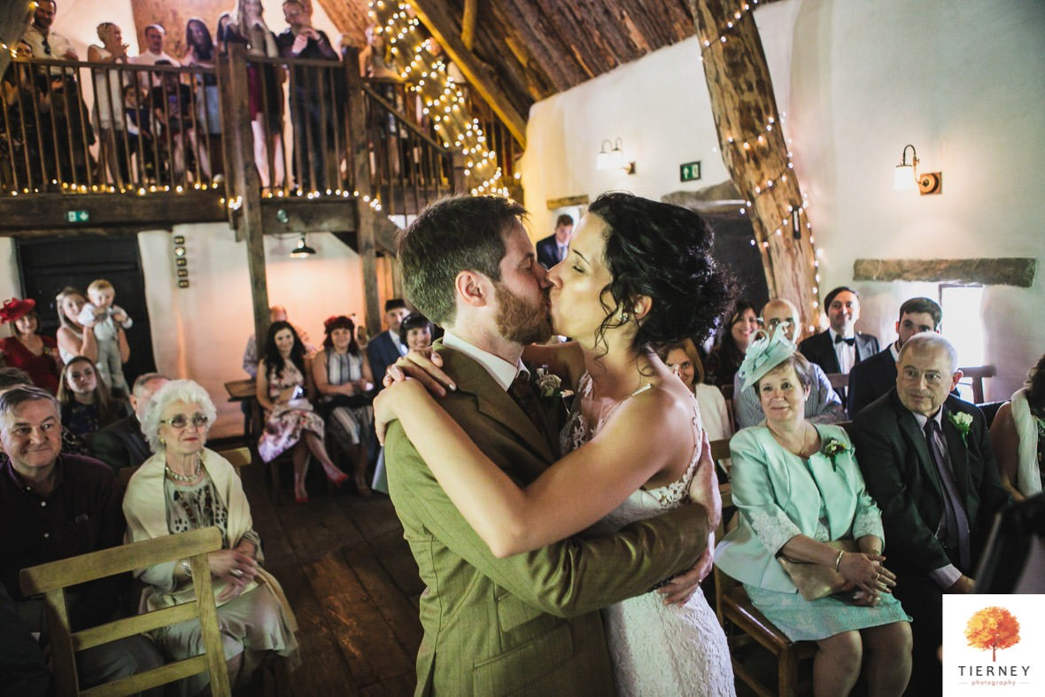 306-cruck-barn-wedding