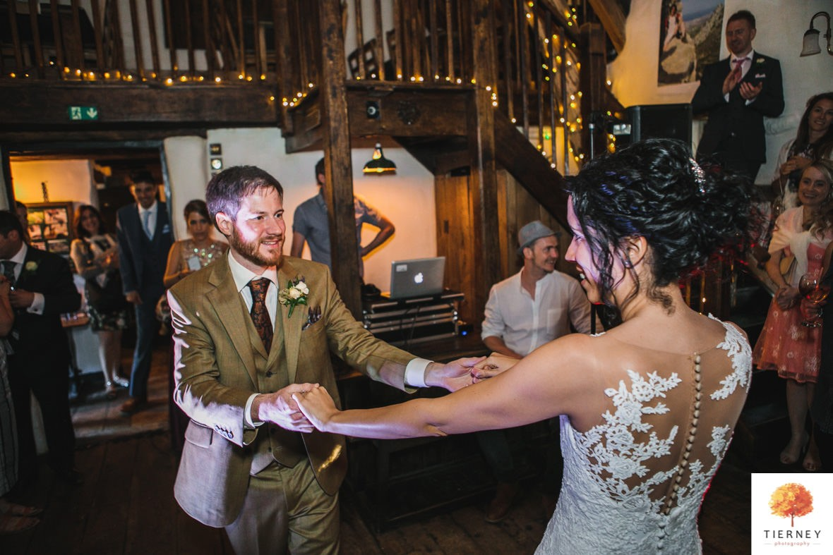 681-cruck-barn-wedding