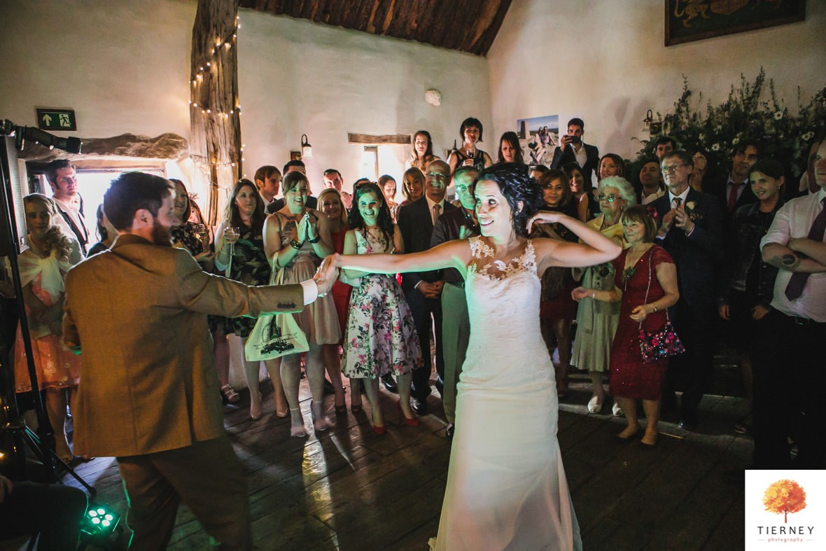 698-cruck-barn-wedding