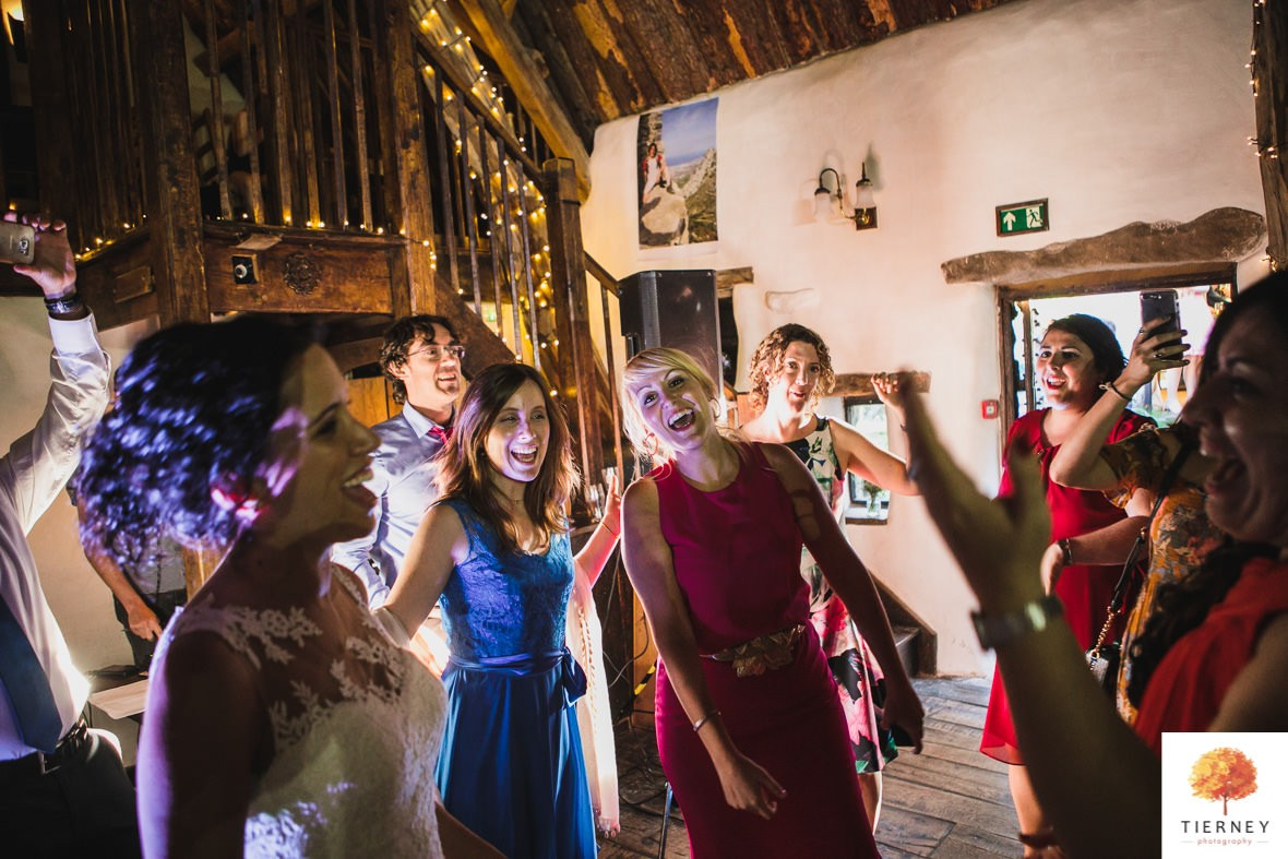 741-cruck-barn-wedding