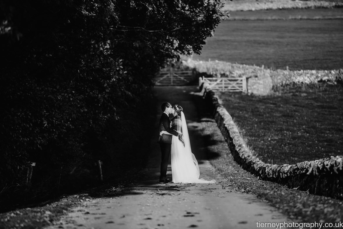508-exposure-peak-district-farm-wedding