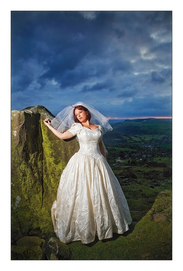 Trash/Rock the Dress Shoot in the Peak District, Derbyshire ...